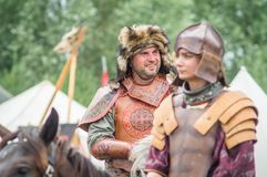 Στρατιωτικός-ιστορική αναδημιουργία ` που στέκεται στον ποταμό Ugra ` στην περιοχή Kaluga της Ρωσίας στοκ εικόνα με δικαίωμα ελεύθερης χρήσης
