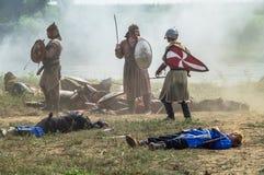 Στρατιωτικός-ιστορική αναδημιουργία ` που στέκεται στον ποταμό Ugra ` στην περιοχή Kaluga της Ρωσίας στοκ φωτογραφίες