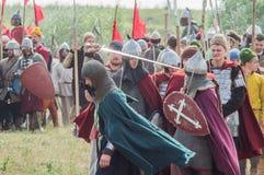 Στρατιωτικός-ιστορική αναδημιουργία ` που στέκεται στον ποταμό Ugra ` στην περιοχή Kaluga της Ρωσίας στοκ φωτογραφίες με δικαίωμα ελεύθερης χρήσης