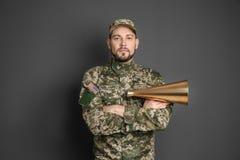 Στρατιωτικός με megaphone στοκ εικόνες