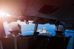 Στρατιωτικός πειραματικός στρατιώτης στο ελικόπτερο στοκ φωτογραφία με δικαίωμα ελεύθερης χρήσης