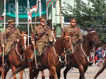 Στρατιωτικός στην πλάτη αλόγου στην παρέλαση Έντμοντον Αλμπέρτα KDays στοκ φωτογραφία με δικαίωμα ελεύθερης χρήσης