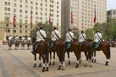 Στρατιωτικός της ζώνης Carabineros στη μεταβαλλόμενη τελετή φρουράς μπροστά από το προεδρικό παλάτι Λα Moneda, Σαντιάγο, Χιλή Στοκ Εικόνα