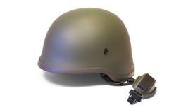 Στρατιωτικό ή κράνος αστυνομίας με το λουρί πηγουνιών στοκ φωτογραφία με δικαίωμα ελεύθερης χρήσης