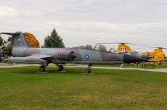 Στρατιωτικό αεριωθούμενο αεροπλάνο Στοκ Εικόνα