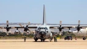 Στρατιωτικό αεροπλάνο μεταφοράς εμπορευμάτων γ-130 Hercules Στοκ Εικόνα