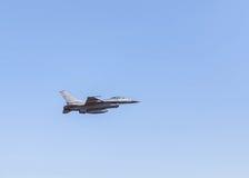 Στρατιωτικό αεροπλάνο πολεμικό τζετ γερακιών F-16 Στοκ φωτογραφία με δικαίωμα ελεύθερης χρήσης
