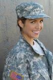 Στρατιωτικό καυκάσιο χαμόγελο γυναικών στρατού στοκ φωτογραφία με δικαίωμα ελεύθερης χρήσης