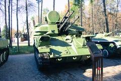 Στρατιωτικό πυροβόλο όπλο στοκ εικόνες