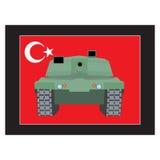 Στρατιωτικό χτύπημα της Τουρκίας Δεξαμενή στα πλαίσια της τουρκικής σημαίας ελεύθερη απεικόνιση δικαιώματος