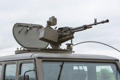 Στρατιωτικό όχημα με το βαρύ πολυβόλο Στοκ φωτογραφία με δικαίωμα ελεύθερης χρήσης