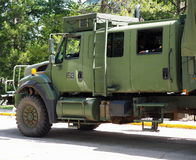 Στρατιωτικό όχημα με το στρατιώτη Στοκ φωτογραφία με δικαίωμα ελεύθερης χρήσης