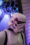 Στρατιώτες ιππικού θύελλας του Star Wars με το προσγειωμένο πολεμικό αεροσκάφος Στοκ εικόνες με δικαίωμα ελεύθερης χρήσης