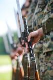 Στρατιώτες με στρατιωτικό Στοκ εικόνες με δικαίωμα ελεύθερης χρήσης