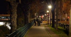 Στρατιώτες που επιτηρούν τις οδούς της γαλλικής πόλης μετά από τις τρομοκρατικές επιθέσεις απόθεμα βίντεο