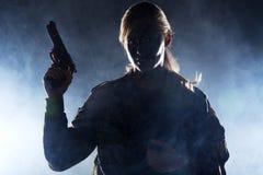 Στρατιώτης γυναικών με το πυροβόλο όπλο Στοκ φωτογραφίες με δικαίωμα ελεύθερης χρήσης