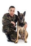 Στρατιώτης και malinois γυναικών Στοκ εικόνα με δικαίωμα ελεύθερης χρήσης