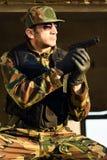 στρατιώτης με το πυροβόλο όπλο Στοκ φωτογραφία με δικαίωμα ελεύθερης χρήσης