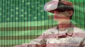 Στρατιώτης που φορά μια κάσκα εικονικής πραγματικότητας απόθεμα βίντεο