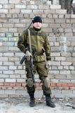 Στρατιώτης στην κάλυψη ομοιόμορφη Στοκ εικόνες με δικαίωμα ελεύθερης χρήσης