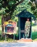 Στρατιώτης της φρουράς βασιλιάδων στο κτύπημα PA θερινών παλατιών μέσα σε Ayutthaya Στοκ Φωτογραφίες