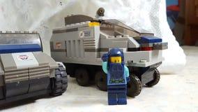 Στρατιώτης Lego με ένα θωρακισμένο αυτοκίνητο Στοκ Εικόνα