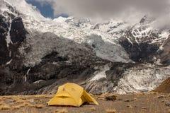 Στρατοπέδευση κοντά στο στρατόπεδο βάσεων βόρειου Annapurna Στοκ εικόνα με δικαίωμα ελεύθερης χρήσης