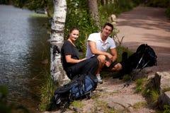 στρατοπεδεύοντας ζεύγ&omic Στοκ Εικόνες