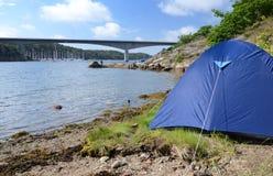 στρατόπεδο κοντά στο ύδωρ Στοκ φωτογραφία με δικαίωμα ελεύθερης χρήσης