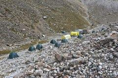 Στρατόπεδο βάσεων στα βουνά στοκ εικόνα με δικαίωμα ελεύθερης χρήσης