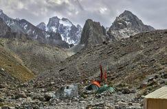 Στρατόπεδο βάσεων στα βουνά στοκ φωτογραφία