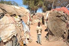 Στρατόπεδο για τους αφρικανικούς πρόσφυγες και τους εκτοπισμένους στα περίχωρα Hargeisa σε Somaliland κάτω από τους οιωνούς των Η. Στοκ Φωτογραφίες