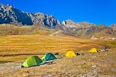 Στρατόπεδο στα βουνά το φθινόπωρο Στοκ Εικόνες