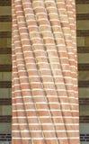 Στριμμένη καλυμμένη τούβλο στήλη Στοκ φωτογραφία με δικαίωμα ελεύθερης χρήσης