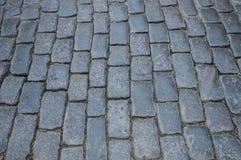 Στριμμένος παλαιός δρόμος φιαγμένος από πέτρα γρανίτη η ανασκόπηση απαρίθμησε την πραγματική πέτρα πολύ στοκ φωτογραφίες