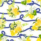 Στριμμένο μπλε θαλάσσιο σχοινί και κίτρινες ανθοδέσμες άνοιξη των λουλουδιών Στοκ Φωτογραφίες