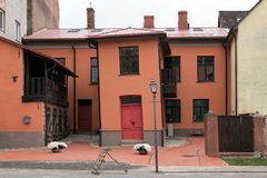 Στριμμένο σπίτι στο κέντρο της πόλης Cesis, Λετονία Στοκ Εικόνα