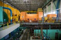 Στροβιλο γεννήτρια στο δωμάτιο μηχανημάτων του πυρηνικού σταθμού στοκ εικόνα με δικαίωμα ελεύθερης χρήσης