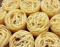 Στρογγυλές φωλιές των ζυμαρικών στοκ φωτογραφία