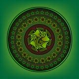 Στρογγυλή διακόσμηση με τα επιμελημένα σχέδια σε ένα πράσινο Στοκ εικόνα με δικαίωμα ελεύθερης χρήσης
