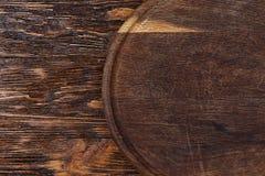 Στρογγυλός πίνακας σε ένα ξύλινο υπόβαθρο Στοκ φωτογραφίες με δικαίωμα ελεύθερης χρήσης