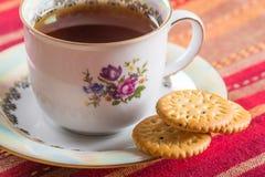 Στρογγυλά γλυκά μπισκότα με την κατανάλωση σπόρων παπαρουνών Στοκ φωτογραφία με δικαίωμα ελεύθερης χρήσης