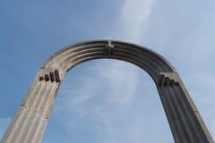 Στρογγυλή στήλη στυλοβατών στον ουρανό Στοκ Εικόνες