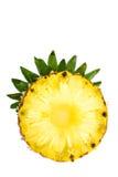 Στρογγυλή φέτα του ώριμου νόστιμου ανανά με το φύλλο που απομονώνεται στο λευκό Στοκ Εικόνες