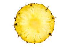 Στρογγυλή φέτα του ώριμου νόστιμου ανανά που απομονώνεται στο λευκό Στοκ Εικόνες