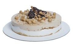 Στρογγυλό κέικ τη σοκολάτα, το φουντούκι, τη βανίλια και το κακάο, που καλλιεργούνται με Στοκ Εικόνες