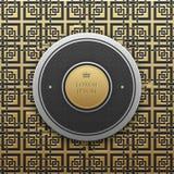 Στρογγυλό πρότυπο εμβλημάτων κειμένων στο χρυσό μεταλλικό υπόβαθρο με το άνευ ραφής σχέδιο στοκ φωτογραφίες
