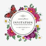 Στρογγυλό πλαίσιο με τα λουλούδια και την πεταλούδα Στοκ φωτογραφία με δικαίωμα ελεύθερης χρήσης
