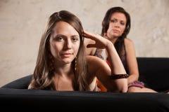 Στροφές γυναικών μακρυά από το πρόσωπο Στοκ φωτογραφία με δικαίωμα ελεύθερης χρήσης