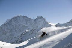 στροφή σκι σκονών freeride Στοκ εικόνες με δικαίωμα ελεύθερης χρήσης